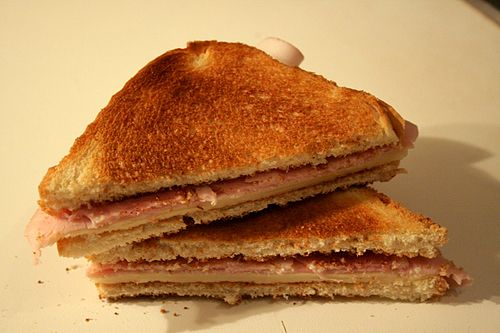 500px-Sandwich_Mixto_02_by_Tamorlan.jpg