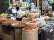 Krabben auf einem Straßenmarkt in Hanoi